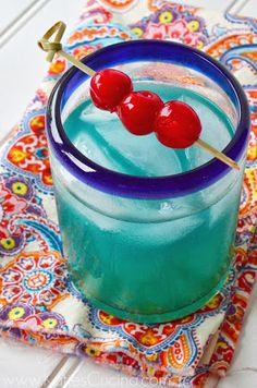 Tropical Dream (2 oz. Malibu Rum 1 oz. Blue Curacao 5 oz. Pineapple Juice)