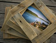 Barnwood PICTURE FRAME Rustic Refined - for 5 x 7 inch photo or art. $23,00, via Etsy. Pallet Projects, Diy Projects, Pallet Frames, Rustic Frames, Barn Wood Picture Frames, Wooden Picture, Into The Woods, Ideias Diy, Frame Stand