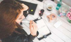 Como hacer dinero siendo un asistente virtual Hacer Dinero Si tienes acceso constante a Internet en tu computadora o móvil y tiempo libre, ya tienes lo necesario para convertirte en un asistente virtual. Hay todo ...