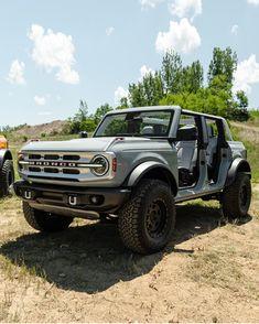 Suv Trucks, Cool Trucks, Cool Cars, Pickup Trucks, Ford Bronco 4 Door, Classic Ford Broncos, Used Vans, Motorcycle Trailer, Car Goals
