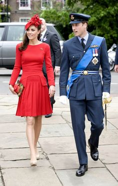 Kate kept it tame by pairing her McQueen dress with her usual nude pumps, matching fascinator hat and dainty clutch for sailing down the Thames River.