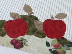 Applique Towels, Small Quilts, Applique Designs, Patch Aplique, Sewing Projects, Sewing Patterns, Coin Purse, Patches, Scrapbook