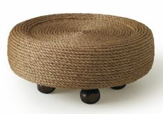 Believe it or not, this comfortable is a tire embellished with rope and ordinary fence finials Cottage Decorating, Decorating Ideas, Diy Furniture, Outdoor Furniture, Outdoor Decor, Slipcovers, Backyard Ideas, Fence, Ottoman