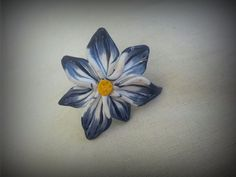 Blue and white flower ring