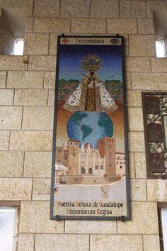 Mosaico de la Virgen de Guadalupe, en la Iglesia de Santa María de Nazareth.