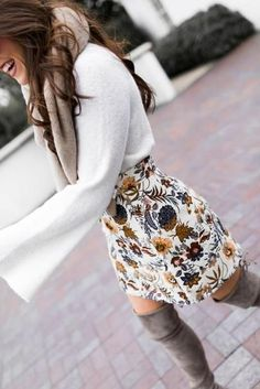 Ivory Bell Sleeve Sweater - Floral Mini Skirt - Topshop Mini Skirt This ivory bell sleeve sweater is SO SOFT it's a dream! When paired with this floral mini skirt and OTK boots it becomes a retro yet modern oh-so-fab look! Looks Chic, Looks Style, Mode Outfits, Edgy Outfits, Fashion Outfits, Skirt Fashion, Floral Outfits, Woman Outfits, Fashion Clothes