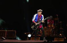ローリング・ストーンズのキース・リチャーズがサンローランアイテム着用。日本公演にて