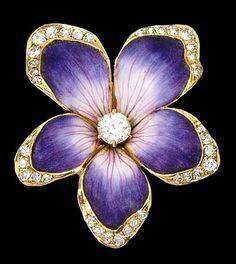 Enamelled flower brooch with diamonds, ca.1900.