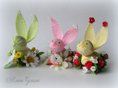 (1) Gallery.ru / Зайцы - Пасхальное - Lenchik-S Candy Art, Candy Crafts, Diy Crafts For Gifts, Paper Flower Art, Crepe Paper Flowers, Diy Flowers, Chocolate Flowers, Chocolate Bouquet, Crepe Paper Crafts