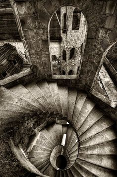 From another site: castle in Chmielno, Poland Spiral stairs constructed during medieval times were usually made of stone and tended to wind in a clockwise direction.