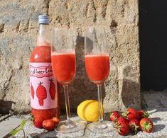 Das Erwachsenen-Getränk Nummer eins in diesen Tagen ist natürlich Erdbeerlimes. Der süße, fruchtige Drink eignet sich jetzt, in der Erdbeersaison, hervorragend als Aperitif, als Digestif und freilich auch mal immer für zwischendurch. Wer mag, genießt den Erdbeerlimes pur, er schmeckt weiterlesen...
