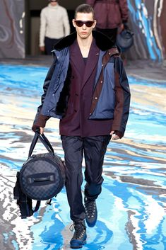 See all the Collection photos from Louis Vuitton Autumn/Winter 2014 Menswear now on British Vogue Vogue Paris, Men's Collection, Designer Collection, Fashion Show, Mens Fashion, Fashion Design, High Fashion, Lv Men, Fall Winter 2014