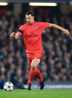 Zlatan Ibrahimovic of PSG runs with the ball during the UEFA Champions League round of 16 second leg match between Chelsea and Paris Saint-Germain at Stamford Bridge on March 11, 2015 in London, England.