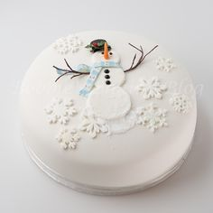 christmas cake Snowman cake by Craftsy member Bobbiesbaking Christmas Cake Designs, Christmas Cake Decorations, Christmas Cupcakes, Holiday Cakes, Christmas Desserts, Christmas Treats, Xmas Cakes, Xmas Food, Christmas Cooking