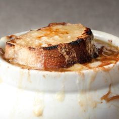 Epicurious French Onion Soup - From caramelized onions to the perfect cheese, here's how to build the best bowl of French onion soup. Onion Soup Recipes, Sauce Recipes, Cooking Recipes, Best Onion Soup Recipe, Epicurious Recipes, Garlic Recipes, Best French Onion Soup, French Soup, Great Recipes