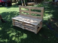 Pallet garden bench Pallet Garden Benches, Table, Projects, Furniture, Home Decor, Log Projects, Blue Prints, Decoration Home, Room Decor