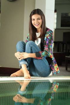 Victoria Justice also known as Victoria Dawn Justice is an American actress and singer. Here we share Victoria Justice wallpapers and hd pictures. Estilo Victoria Justice, Victoria Justice Makeup, Vicky Justice, Superenge Jeans, Barefoot Girls, Celebrity Feet, Celebrity Babies, Beautiful Actresses, Fit Women