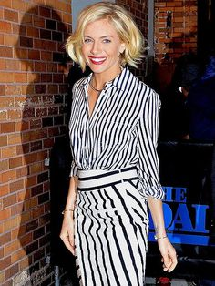 Great shorter bob on Sienna Miller with many options of hair behind ears, straight down, or beachy waves. Pretty color. #Hairstyles