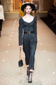 Sfilata Dolce   Gabbana Milano - Collezioni Autunno Inverno 2018-19 - Vogue  Moda Per 032310431f2