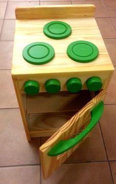 Juego De Cocina De Madera Para Chicos Artesanal 45x30x30cm - $ 1.400,00 Preschool Furniture, Diy Kids Furniture, Small Furniture, Toy Kitchen, Wooden Kitchen, Diy Wood Projects, Wood Crafts, Accessoires Barbie, Wood Games