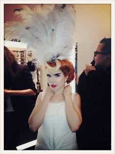 Paloma Faith- love the feather head wear Paloma Faith Hair, Burlesque Makeup, Vintage Tea Parties, Eccentric Style, Feather Headdress, Modern Muse, Celebrity Style Inspiration, Faith In Love, Rich People