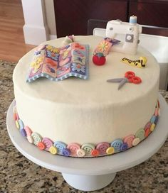 Sewing Machine Cake Fun Ideas For 2019 Patchwork Cake, Quilted Cake, Sewing Machine Cake, Sewing Cake, Grandma Cake, Mom Cake, Cupcakes, Cupcake Cakes, Cake Icing