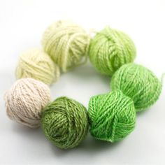 A tutorial on how to dye yarn yourself, using Kool Aid - Colourfast and fun.