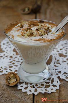 Coppa di yogurt con miele noci e cannella un dessert gustoso, facile e velocissimo, si prepara in soli 5 minuti. Perfetto a coloazione per iniziare con gusto la giornata sia a fine pasto quando si hanno ospiti improvvisi.