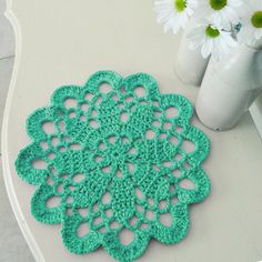 So people check out these 45 DIY quick and easy crochet doily patterns that you can make within one hour or two being crochet addict with speedy handling of th Crochet Mat, Crochet Mandala Pattern, Crochet Dollies, Crochet Home, Thread Crochet, Crochet Crafts, Easy Crochet, Crochet Flowers, Crochet Stitches