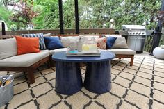 This table is made from 2 flower pots and a painted piece of wood.