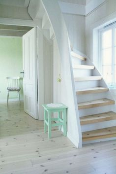 20+ Cool Stairs Design Ideas For Small Space - Page 9 of 21