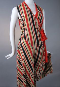 '30s beach pajamas. Lovely use of a print.