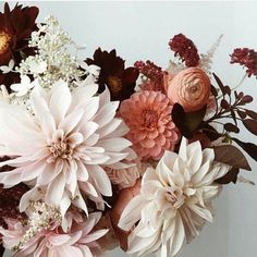 Mixture of Dark and Light Tones to Create the Perfect Modern Floral Bouquet for the Chic Bride's Wedding Day and for the Bridesmaids Mumu Wedding, Floral Wedding, Wedding Bouquets, Wedding Flowers, Wedding Blush, Wedding Colours, Fall Wedding, Deco Floral, Arte Floral