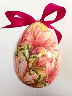 Handmade Easter egg #decoupage Easter Eggs, Decoupage, Christmas Bulbs, Create, Holiday Decor, Handmade, Home Decor, Hand Made, Decoration Home