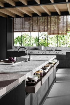 Modern Kitchen Interior Remodeling Classy Contemporary Italian Kitchen Design Ideas - For most people, a kitchen can also be considered as a makeshift family room, where people can hold family meetings or just casual small talk, it seems Modern Kitchen Interiors, Home Decor Kitchen, Interior Design Kitchen, New Kitchen, Kitchen Ideas, Awesome Kitchen, Wooden Kitchen, Beautiful Kitchen, Kitchen Designs
