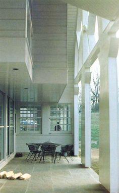 Robert Venturi | Casa en New Castle County | Delaware, Estados Unidos | 1983 | Una de las columnatas más famosas de la posmodernidad... ese pórtico falso de la Casa Flint en Delaware donde se reproducen las silueta...