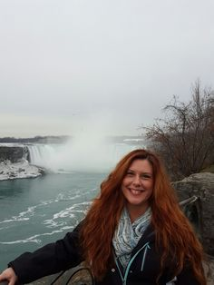 How can one woman make Niagara Falls so much more beautiful? ???