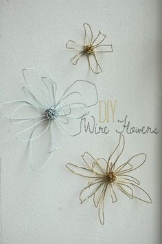 diy wire flowers Eriksson Wenger - you could use your wire hangers! Wire Flowers, Fabric Flowers, Paper Flowers, Felt Flowers, Wire Crafts, Fun Crafts, Wire Hanger Crafts, Sculptures Sur Fil, Wire Sculptures