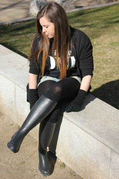 Fashion is the sweetest sin.: He is the one Tights And Boots, Sexy Boots, Black Tights, Knee Boots, Riding Boot Outfits, Riding Boots, Black Leather Boots, Leather Pants, Rainy Day Fashion