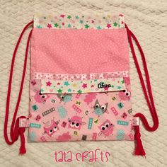 Mochila para África – Tata Crafts Patchwork Bags, Quilted Bag, Diy Backpack, Handbag Patterns, Sewing Lessons, Diy Purse, String Bag, Fabric Bags, Kids Bags