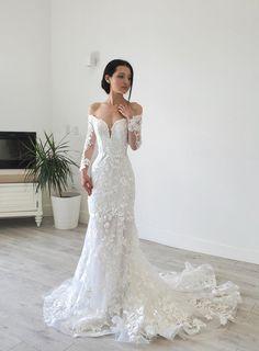 Long Sleeve Wedding, Wedding Dress Sleeves, Long Wedding Dresses, Gown Wedding, Wedding Cakes, Wedding Rings, Lace Mermaid Wedding Dress, Wedding Dress Trumpet, Fitted Lace Wedding Dress
