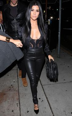 kourtney kardashian look todo preto
