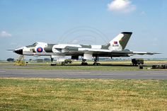 35 Squadron Avro Vulcan B.2 XL446 (1975) Military Jets, Military Aircraft, Vickers Valiant, Anti Flash, V Force, Nuclear Force, Avro Vulcan, Delta Wing, British Armed Forces