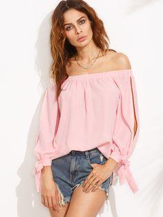 Розовая блуза с открытыми плечами с разрезным рукавом