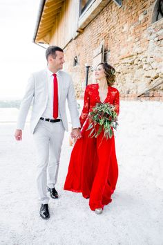 two piece red wedding dress we are so SO in love with!
