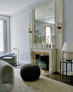 "Stephen Sills: Sills writes ""contemporary furnishings against an antique neoclassical background set the mood to reflect how we live today"". Top Interior Designers, Best Interior Design, Interior Decorating, Interior Architecture, Interior And Exterior, Fireplace Design, Fireplace Mirror, Bedroom Fireplace, Fireplace Ideas"