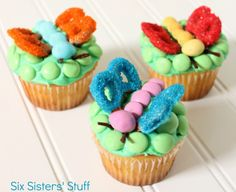 Cute Fluttering Cupcakes from Six Sisters' Stuff brought to you by our friends at M&M'S®