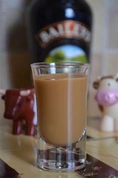 Smacznego Kolego!: Likier krówkowy czyli domowy Bailey's Homemade Baileys, Spirit Drink, Irish Cream, Smoothie Drinks, Dessert, I Foods, Food Art, Fudge, Beverages