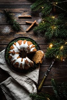 Holiday cake for those lovely winter gatherings Cottage Christmas, Christmas Mood, Noel Christmas, Christmas Greetings, Holiday Cakes, Christmas Desserts, Christmas Cookies, Cake Photography, Food Photography Styling