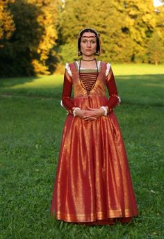 Red gamurra and red and gold overgarment of tue silk brocade according to Italian fashion (1490 - Da Vinci, Pinturicchio). Dress consists also of white silk camicia with gold embroidery around neck and writs.
